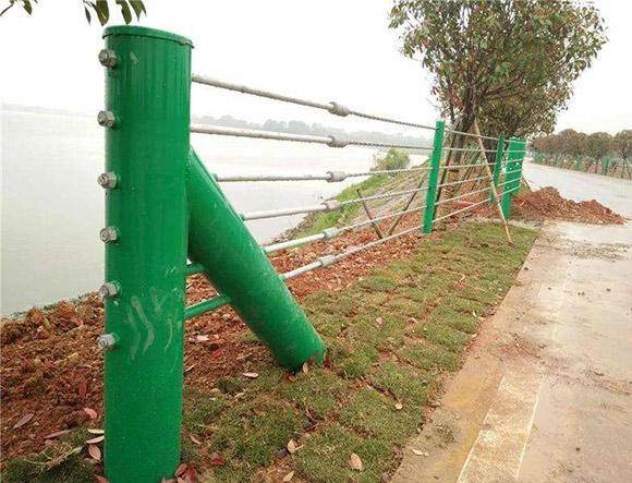 揽绳防撞护栏