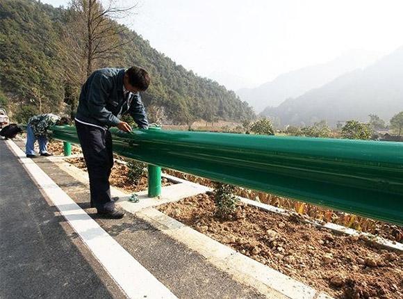 高速公路喷塑护栏安装